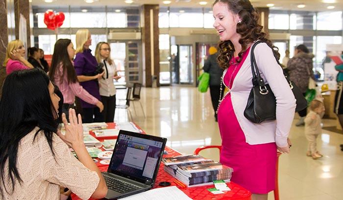 Стою на бирже труда и забеременела — выплачивает ли центр занятости декретные?